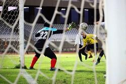 Koronavirüs nedeniyle İran Kadınlar Futbol Ligi maçları ertelendi