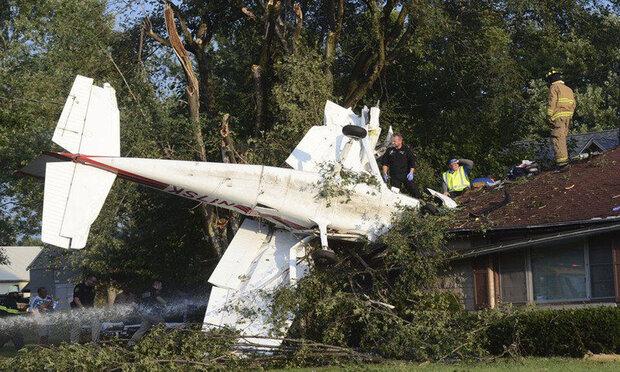 امریکہ میں چھوٹا طیارہ گر کر تباہ / 5 افراد ہلاک