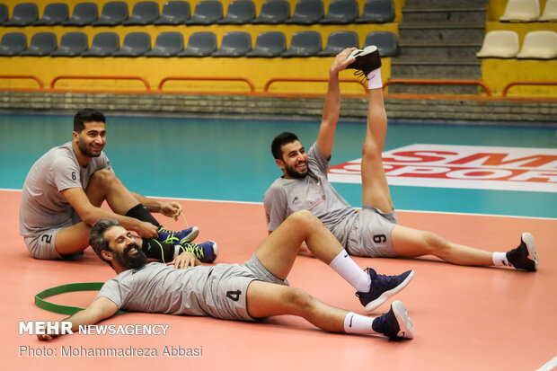 Iranian volleyball team holds training session