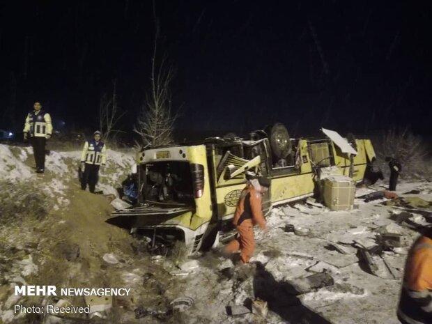İran'da otobüs devrildi: 9 ölü