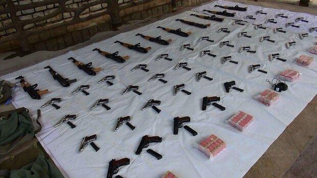 کشف ۲ محموله اسلحه قاچاق در مرزهای غربی کشور