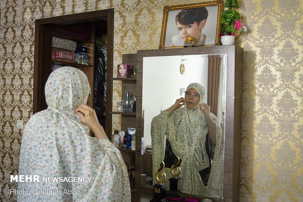 خانم گرانپایه همیشه سعی می کند نماز را اول وقت بخواند