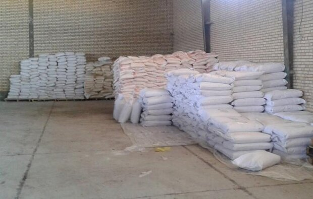 كشف ۳۵۰ تن دانه روغني فاسد در سروستان