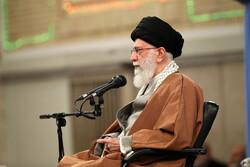 قائد الثورة الاسلامية يستقبل أهالي مدينة قم