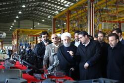 روحاني يدشّن معمل صنع أول جيل من الشاحنات الإيرانية / صور