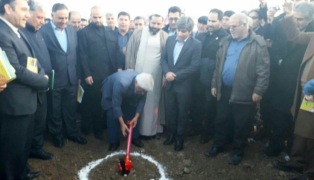 گلخانه ۱۰۰ هکتاری شرکت کشت و صنعت پارس کلنگ زنی شد