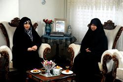 مدافع حرم جانباز مہدی خزاعی کی ہمسر کی جانب سے شہداء کی ہمسروں کو خراج تحسین