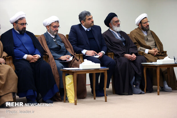 Leader receives members of HQ for commemoration ceremony of late Ayatollah Mohaqegh…
