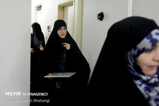 """تقدیر همسران شهدا از همسر جانباز مدافع حرم""""مهدی خزایی"""""""