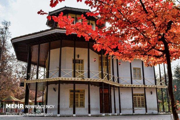 عمارت کلاه فرنگی رشت مربوط به دوره قاجار است و در ضلع جنوبی باغ محتشم در کنار رودخانه گوهررود واقع شدهاست.