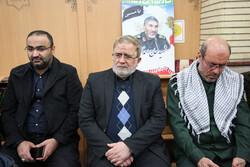 حضور مسئولان کشوری و لشکری در منزل شهید «سردار سلیمانی»
