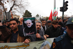 People in Hamedan hold massive anti-US rally over Gen. Soleimani assassination