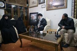 İslam Devrimi Lideri, Şehit Süleymani'nin evini ziyaret etti