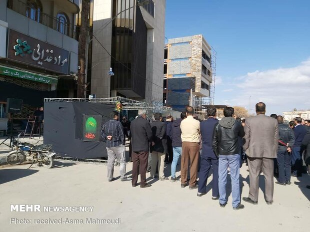 تجمع أهالي مدينة كرمان أمام منزل الفريق سليماني