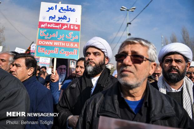Tehraners condemn US' terrorist measure after Friday prayers sermon