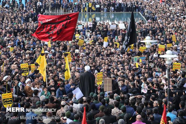 موج استکبار ستیزی مردم سومین حرم اهل بیت(ع) در شیراز