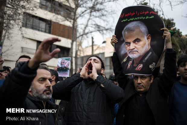 Protest in front of UN office in Tehran for Soleimani's assassination