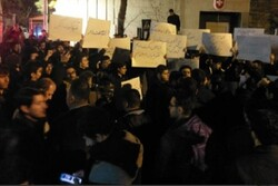 Tehran Uni. students hold midnight rally in front of Swiss Embassy