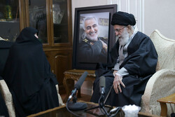 Leader's visit to family of martyred Gen. Soleimani