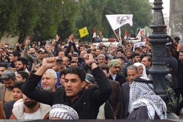 """آلاف العراقيين يرددون شعار """"الموت لأميركا"""" في تشييع سليماني والمهندس"""