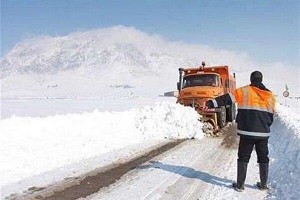 راه ۹۰ روستای آذربایجان غربی به دلیل برف و کولاک مسدود است