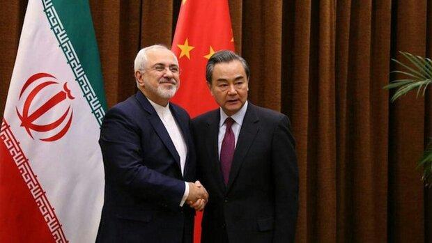 ظریف و وزیر خارجه چین گفتگو کردند/ بررسی آخرین تحولات منطقه