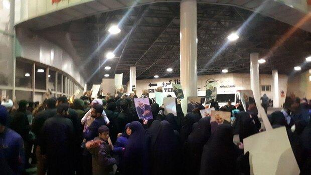 تجمع جوانان در «مهرآباد»/حضور قمی و قاسمیان در جمع اجتماعکنندگان