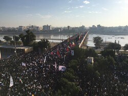 """حشود غفيرة في الأهواز تشارك في تشييع جثماني الشهيدين """"سليماني"""" و""""المهندس"""""""