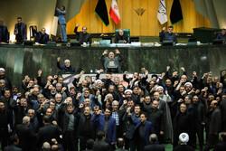 """نواب ايرانيون يرددون هتافات """"الموت لأمريكا"""" في اجتماع البرلمان"""