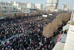 حشود مليونيّة تشيّع الشهيد الفريق سليماني ورفاقه في مشهد المقدسة
