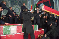مسيرات حاشده في مشهد لتوديع القائدين سليماني والمهندس