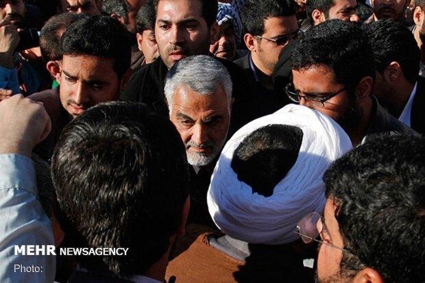 رازهای محبوبیت سردار سلیمانی در خوزستان/ با مردم از جنگ تا سیل