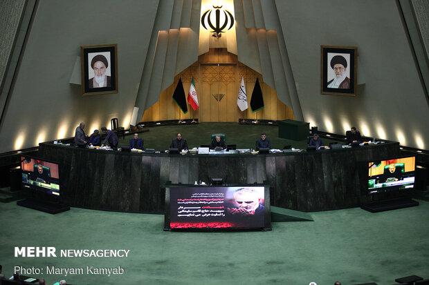 İran Meclisi'nden Devrim Muhafızları Ordusu'na tam destek