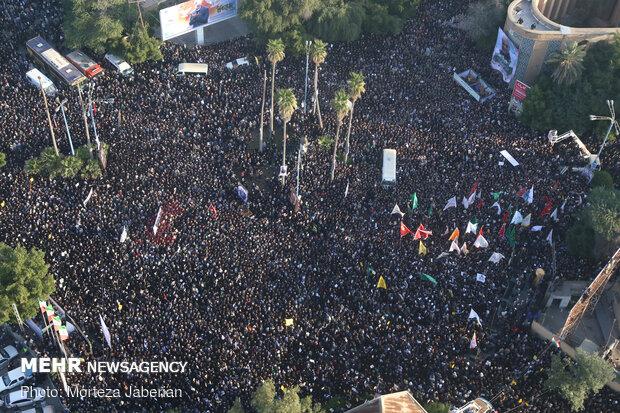 اہواز میں سپاہ اسلام کے عظیم کمانڈر شہید قاسم سلیمانی کی تشییع جنازہ میں عوام کی تاریخی شرکت