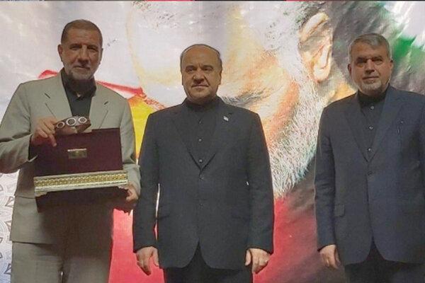 اهداء بازوبند پهلوان ایران به خانواده سردار حاج قاسم سلیمانی
