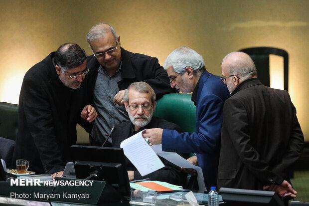 رددوا هتافات الموت لأمريكا في البرلمان الإيراني