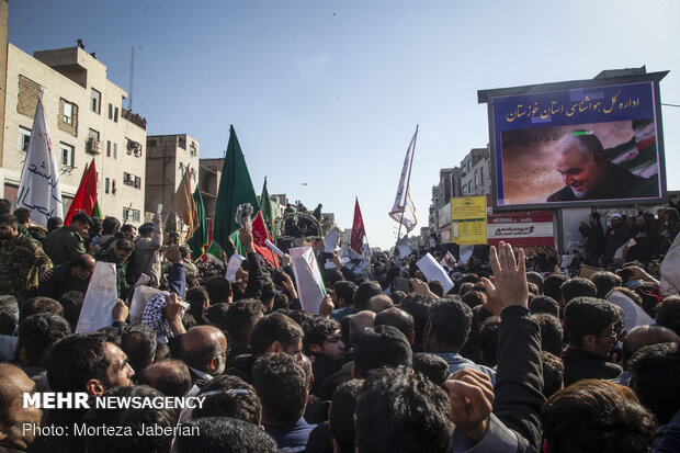 People in Ahvaz participate at funeral procession of martyr Lt. Gen. Soleimani