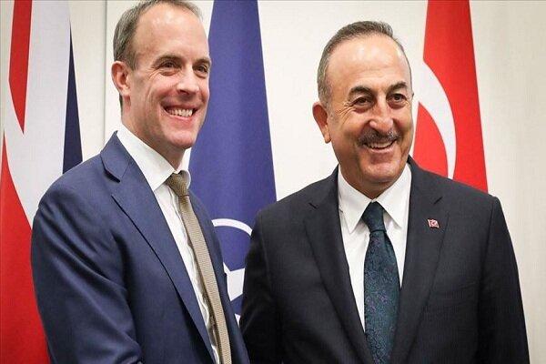 وزرای خارجه ترکیه و انگلیس تلفنی گفتگو کردند