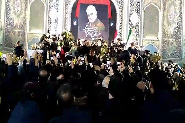مراسم وداع با سردار شهید قاسم سلیمانی در حرم رضوی برگزار شد