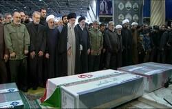 رہبر معظم انقلاب اسلامی نے شہید قاسم سلیمانی کے پیکر پاک پر نماز جنازہ ادا کی