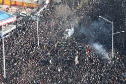 حضور حماسی مردم در تشییع پیکر شهید سردار سلیمانی پاسخی محکم به اقدام جنایتکارانه آمریکا