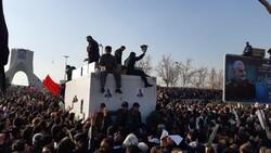 """جثامين شهداء القصف الامريكي تصل الى ساحة """"آزادي"""" غرب طهران"""