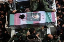 """وصول جثمان القائد سليماني إلى مثواه الاخير والشهيد """"المهندس"""" إلى خوزستان"""