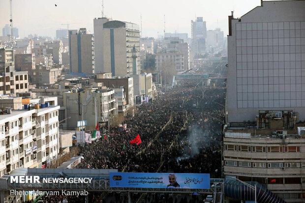 Tahran halkı şehitleri karşılıyor