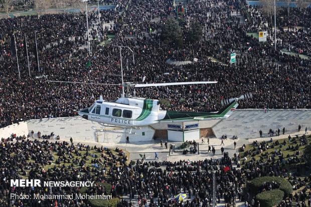 """صور من ملحمة الشعب الايراني من أعلى برج """"آزادي"""" غرب العاصمة طهران"""