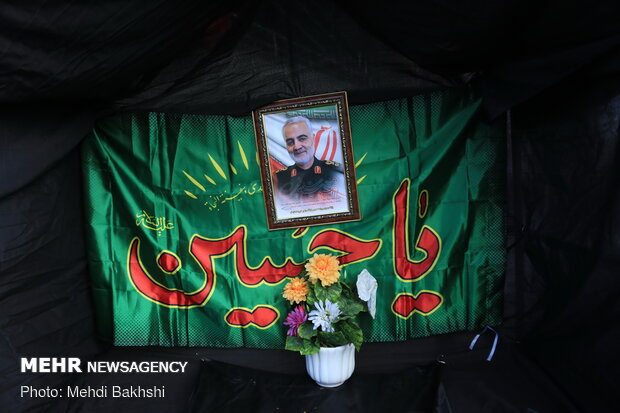 Mourning people in Qom waiting funeral procession of Gen. Soleimani