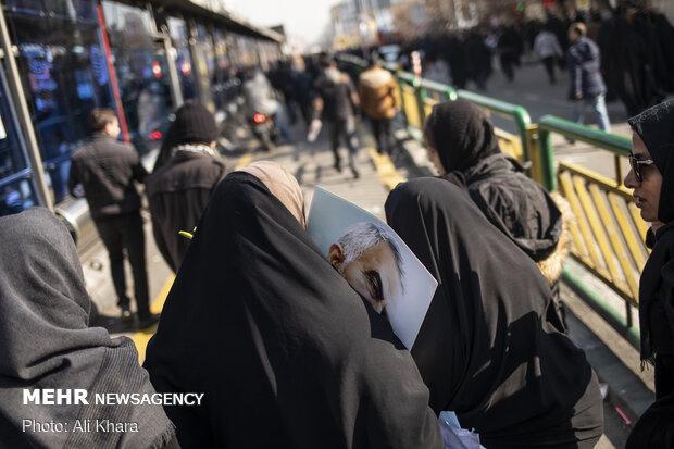 Tahran'daki cenaze töreninden kareler