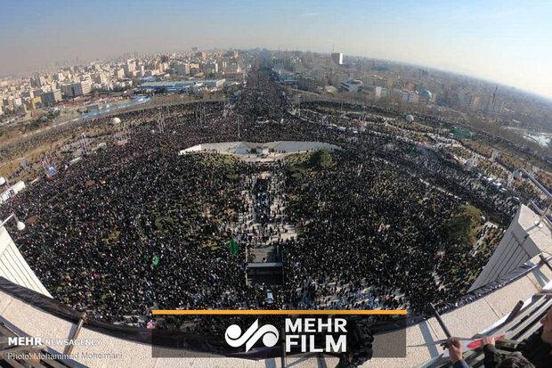 """تہرانی شہریوں کے دوش پر نگین """" سلیمانی """""""