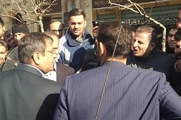 بازدید سرزده رئیس کل بانک مرکزی از صرافیهای خیابان فردوسی