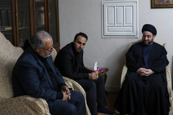 Iraqi cleric leader Hakim visits family of martyr Gen. Soleimani